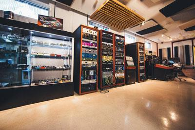 Walls of great audio gear at Vintage King Los Angeles