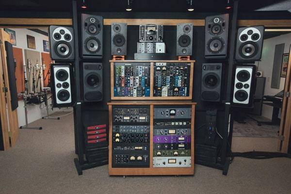 Listening station loaded with great gear at Vintage King Nashville