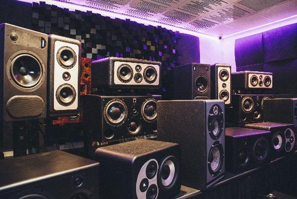 Studio monitor critical listening room