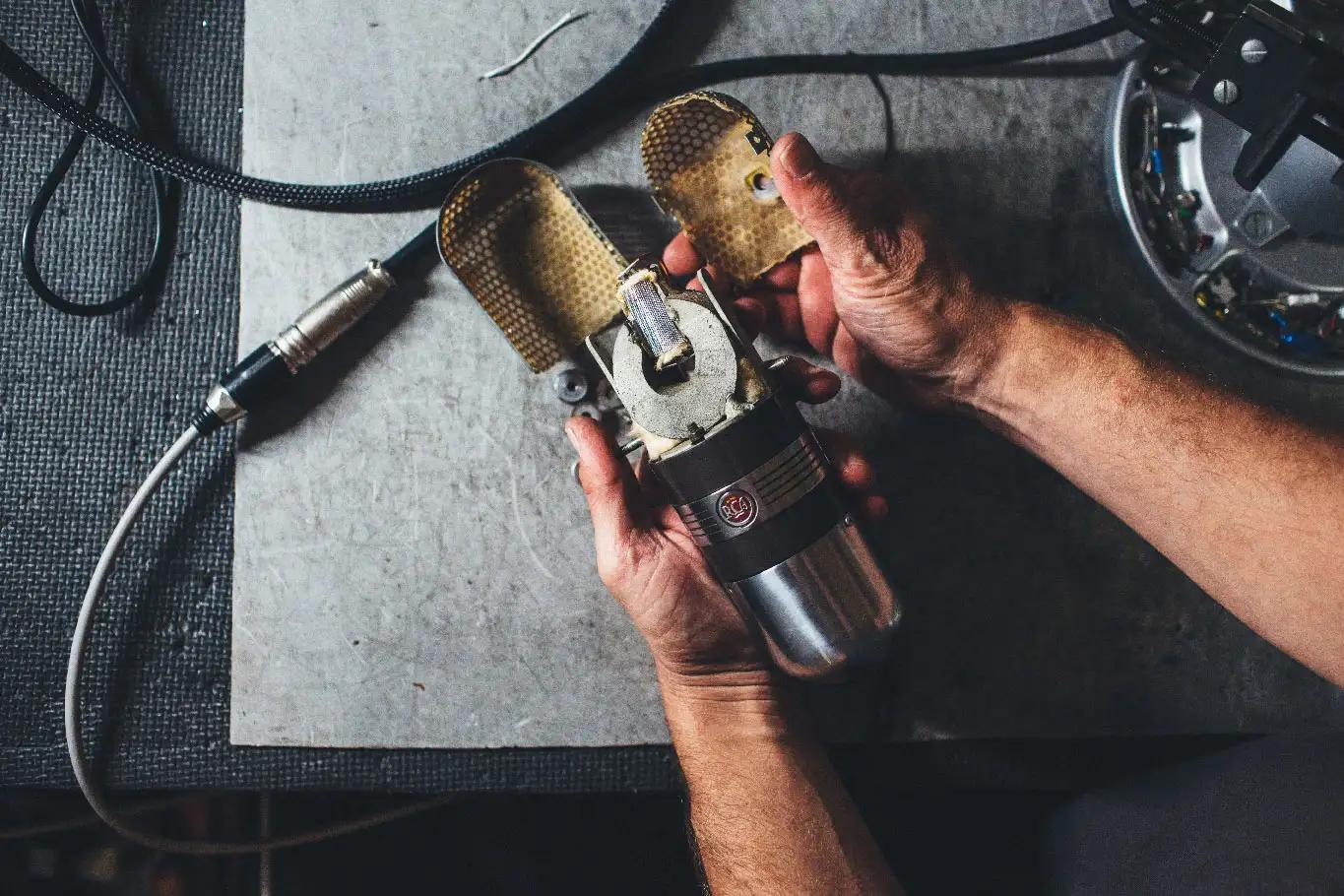 A vintage RCA 77 microphone gets repaired