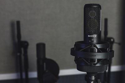 Vintage King Demos The New Sony C-100 On Vocals And Acoustic Guitar