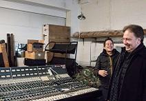 Ross Hogarth Visits The Vintage King Tech Shop