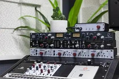 Mega Rupert Neve Designs Demo With New 5254 Dual Diode Bridge Compressor And Master Buss Converter