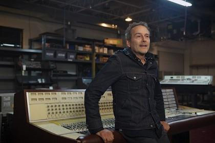 Reverb Visits Vintage King Tech Shop To Talk World-Class Gear