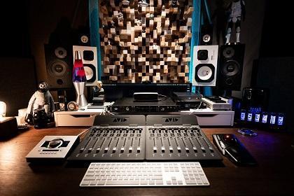 Studio Spotlight: Daniel Holsinger Studios