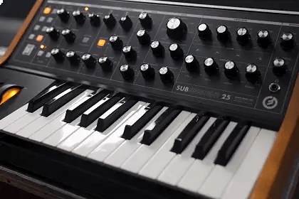 First Listen: Moog Subsequent 25 Synthesizer