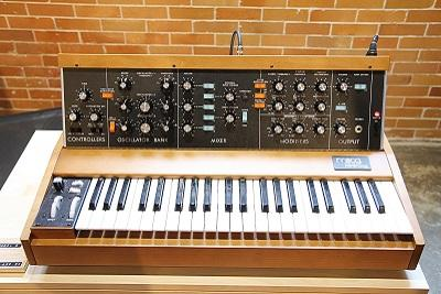 Comparing The New MiniMoog Model D Reissue To A Vintage Model D
